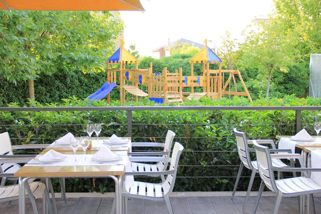 terraza y zona infantil